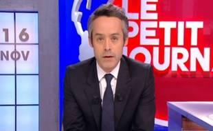 Yann Barthès dans l'édition spéciale du «Petit Journal» le lundi 16 novembre 2015