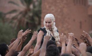 Emilia Clarke dans la saison 3 de Game of Thrones.