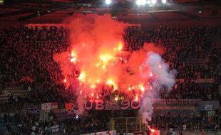 Strasbourg, le 16 octobre 2015 - Les Ultra Boys 90, supporters strasbourgeois, fêtent leurs 25 ans lors du match de National Racing-Boulogne.