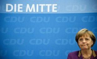 """La chancelière allemande Angela Merkel a qualifié lundi de """"défaite douloureuse et amère"""" la débâcle de son parti lors d'un scrutin régional mais a assuré que sa politique européenne n'en serait pas affectée."""