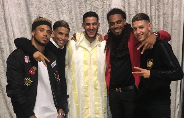 Jason Denayer, ici aux côtés de son ami Ayyoub Allach (à droite), pour le mariage d'Ahmed El Messaoudi, également formé à l'académie Jean-Marc Guillou de Lierse.