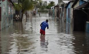 Une rue inondée après le passage de l'ouragan Matthew à Cité Soleil, en Haiti, le 4 octobre 2016.