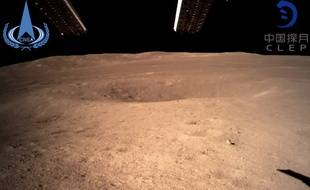 Photographie de la face cachée de la Lune prise par le programme spatial chinois Chang'e-4.