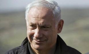 Selon un ultime sondage publié vendredi soir par la Chaîne-Dix (privée) de télévision, le Likoud de Benjamin Netanyahu est crédité de 27 mandats sur 120 à la Chambre, contre 25 au Kadima de la ministre des Affaires étrangères, Tzipi Livni, 19 au parti Israël Beiteinou (extrême droite) d'Avigdor Lieberman, et 14 au parti travailliste du ministre de la Défense Ehud Barak, son score historique le plus bas.