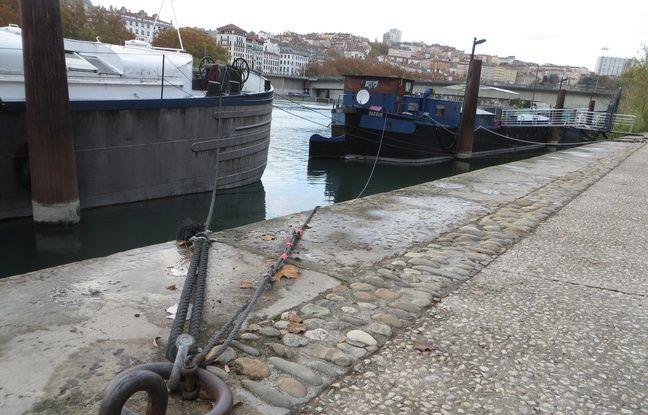 Lyon, le 4 novembre 2015 Les 15 familles lyonnaises habitant sur des péniches le long du Rhône reprochent à la Métropole de ne plus vouloir entretenir le fleuve.