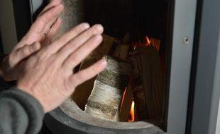 Un feu de cheminée.