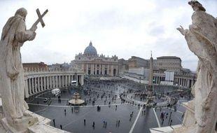 De nouvelles volutes de fumée noire se sont échappées mercredi de la cheminée de la Chapelle Sixtine, maintenant le suspense sur le vote des cardinaux réunis en huis clos depuis la veille pour élire le successeur de Benoît XVI.