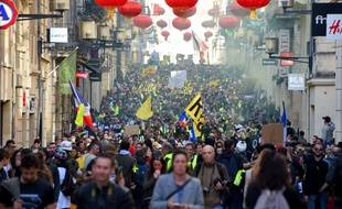 A Bordeaux, le cortège a rassembléplusieurs milliers depersonnes, confortant la capitale de Nouvelle-Aquitaine comme l'un des bastions du mouvement des «gilets jaunes».