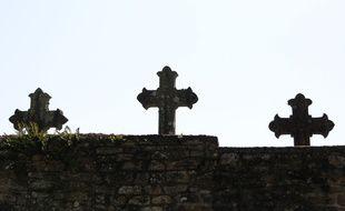 Le cimetière a été visé par des inscriptions racistes et antisémites. Illustration.