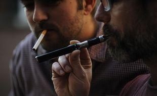 Selon le BEH de Santé publique France, publié ce mardi 7 novembre, le vapotage permet davantage de réduire le nombre de cigarettes fumées chaque jour que d'arrêter totalement de fumer.