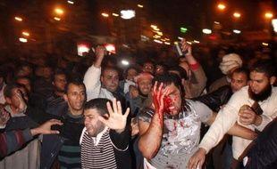 Des affrontements entre pro et anti-Morsi ont fait 5 morts en Egypte, dans la nuit du 5 au 6 décembre 2012.