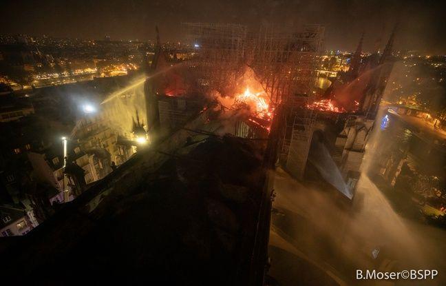 La cathédrale Notre-Dame de Paris en feu dans la nuit de lundi à mardi.