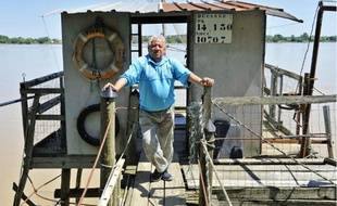 Michel Ducasse, pêcheur amateur à Parempuyre, espère que la pêche à l'alose rouvrira en 2013.