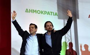 Alexis Tsipras et Pablo Iglesias lors d'un meeting de Syriza à Athènes (Grèce), le 22 janvier 2015.