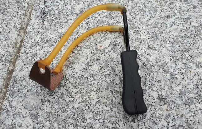 Une fronde a été saisie à paris lors de la manifestation des «gilets jaunes» le 1er décembre