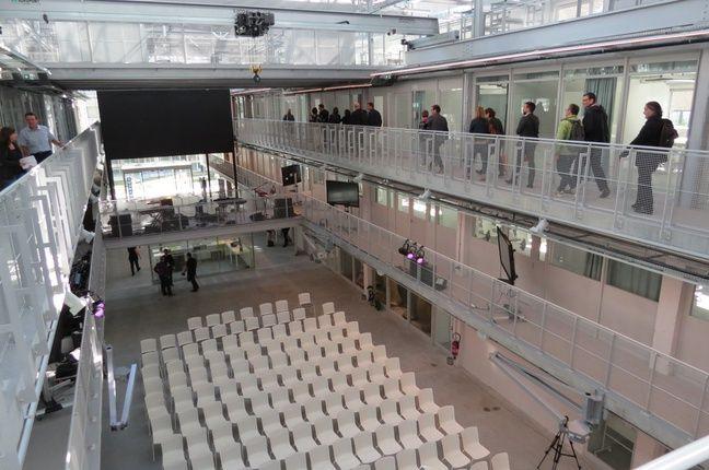 L'intérieur de la Halle 6 Ouest sur l'île de Nantes.