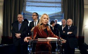 """Quelque 150 féministes, issues de la société civile, ont lancé mercredi une campagne de mobilisation en vue du second tour de la présidentielle, estimant que """"les droits des femmes passent par la gauche"""" et appelant à voter pour François Hollande."""