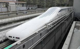 Un prototype du futur train japonais à sustentation électromagnétique a atteint le 21 avril 2015 la vitesse de 603km/heure, un record mondial