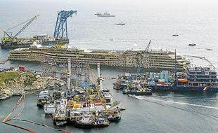 L'épave de 114 000 tonnes a été redressée pour un coût de 600 millions d'euros.