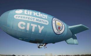 Tinder sera bleu ciel lors du derby de Manchester