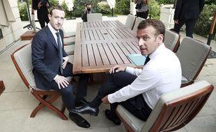 Emmanuel Macron et Mark Zuckerberg, le patron de Facebook, lors d'une rencontre à l'Elysée le 23 mai 2018.