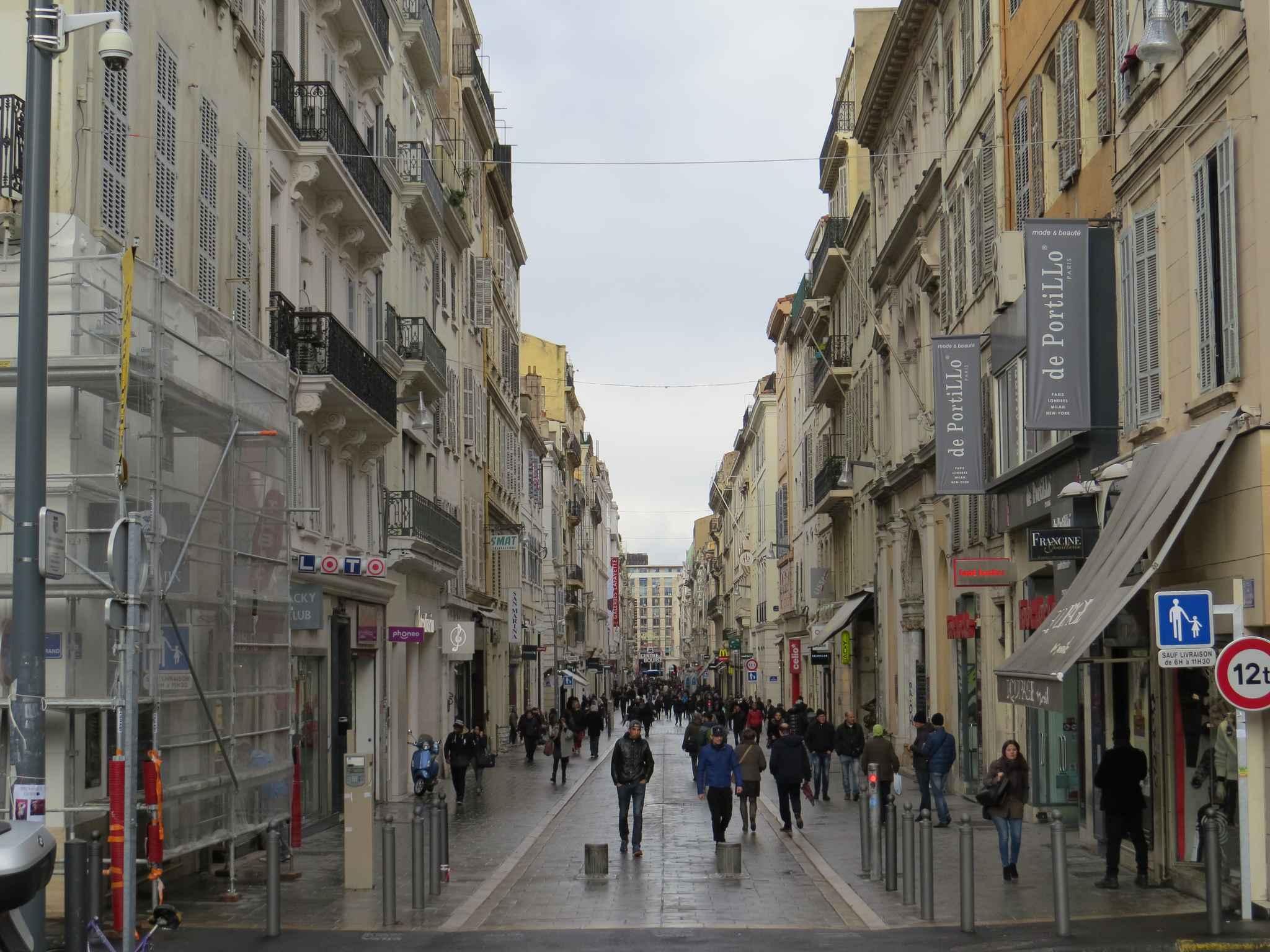 Marseille le soldes n 39 enchantent gu re dans le centre ville - Piscine st giniez marseille ...