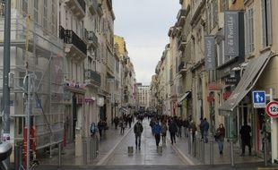 La rue Saint Ferréol pendant les soldes d'hiver.