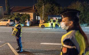 Contrôle d'attestation dans le cadre du couvre-feu, le 18 octobre 2020 à proximité de Toulouse.
