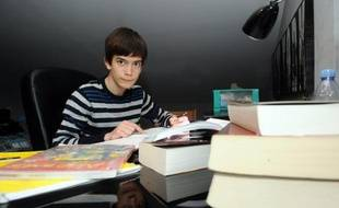 Maxime est l'un des plus jeunes candidats au bac de France et à 14 ans, il sait déjà qu'il veut être chercheur en astrophysique.