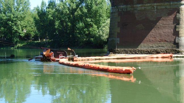 Le collecteur de déchets flottants de Plastic Vortex, installé sur la Garonne toulousaine.