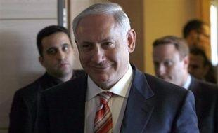 Le prochain Premier ministre israélien Benjamin Netanyahu présente mardi à l'investiture du Parlement un gouvernement fortement ancré à droite, qui suscite l'inquiétude pour la poursuite du processus de paix avec les Palestiniens.