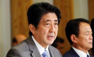 Le Premier ministre japonais Shinzo Abe se rend jeudi à la centrale accidentée de Fukushima pour prouver l'engagement de son gouvernement à résoudre la crise revenue à la une de l'actualité à cause de fuites d'eau radioactive.