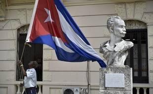 Le drapeau cubain flotte à La Havane