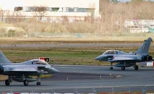 Avions de combat Rafale de Dassault sur la piste de Mérignac