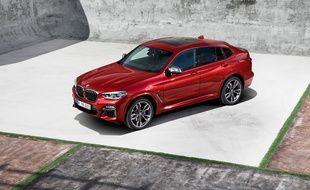 Le BMW X4 est un X3 en tenue de sport, et ne conserve, à ce titre, que les motorisations les plus puissantes de son petit frère.