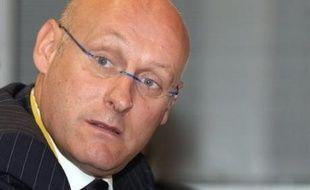 """Le secrétaire d'Etat aux Sports, Bernard Laporte, estime """"qu'on en fait trop"""" en transformant en affaire d'Etat les sifflets contre la Marseillaise du 14 octobre au Stade de France avant France-Tunisie."""