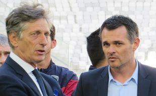 Nicolas de Tavernost, président du directoire de M6, en discussion avec l'entraîneur des Girondins Willy Sagnol