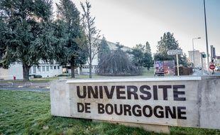 Deux étudiantes sont décédés à l'université de Bourgogne fin 2016 après une infection à méningocoques. Une campagne de vaccination a été lancée ce mardi 3 janvier 2017.