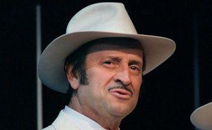 Georges Descrières en 1987 sur scène à Paris.