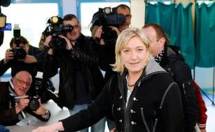 President of French far-right party Front national (FN) and former candidate for the 2012 French presidential election Marine Le Pen casts her ballot at a polling station in Henin-Beaumont, northern France, on May 6, 2012, as part of the presidential election second round vote. AFP PHOTO / DENIS CHARLET