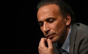 Tariq Ramadan reconnaît avoir eu une «relation» avec une de ses accusatrices qui a livré aux enquêteurs une robe tachée de sperme.