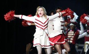 A l'occasion du dernier concert de sa tournée en France, Madonna a choisi de calmer la polémique qu'elle avait ouverte contre le FN, en renonçant mardi à Nice à apposer une croix gammée sur le visage de Marine Le Pen dans un clip diffusé au stade Charles-Ehrmann.