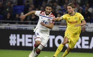 A l'image de Nabil Fekir, ici au duel avec le Nantais Rene Krin, les Lyonnais ont affiché un visage bien moins emballant samedi qu'à Manchester City ou contre l'OM.