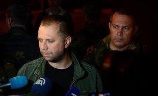 Le Premier ministre autoproclamé de la République séparatiste de Donetsk, Alexander Borodai, s'adresse à des journalistes après la libération d'observateurs de l'OSCE à Donetsk, le 28 juin 2014