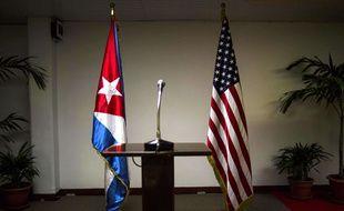 Drapeaux cubain et américain en marge des pourparlers entre les deux pays le 22 janvier 2015.