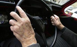 Près de huit Français sur dix (77%) estiment que les personnes âgées qui conduisent devraient être soumises à une visite médicale obligatoire, selon un sondage Ifop publié lundi pour l'assureur MMA et le Reader's Digest.