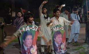 Les partisans de Imran Khan ont déjà commencé à fêter la victoire.