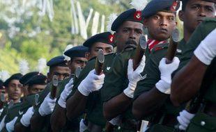 Soldats de l'armée sri lankaise lors des funérailles du général Lassantha Mhaesh Kumara Narangoda à Ragama près de Colombo.