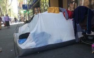 La tente d'une famille albanaise dans le centre-ville de Toulouse.