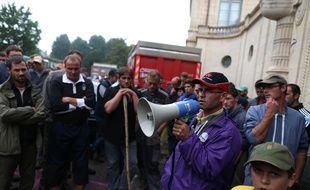Sebastien Debieu, secrétaire fédéral de la FDSEA 14 lors d'un rassemblement d'agriculteurs en colère jeudi 13 août 2015.